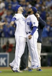 Royals Johnny Cueto and Eric Hosmer celebrate win over Mets