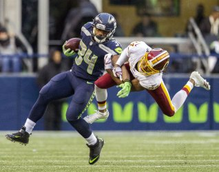 Washington Redskins beat the Seattle Seahawks 17-14 in Seattle