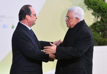 Mahmoud Abbas Arrives at Opening of UN Climate Summit Near Paris