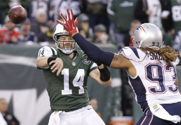 New York Jets quarterback Ryan Fitzpatrick throws a pass