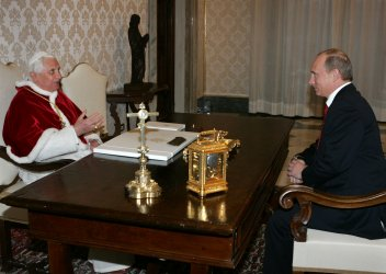 RUSSIAN PRESIDENT PUTIN AND POPE BENEDICT XVI MEET AT THE VATICAN
