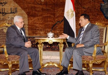 MUBARAK MEETS WITH ABBAS IN CAIRO