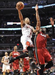 Bulls' Rose drives on Heat's Wade in Chicago