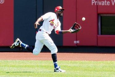 St. Louis Cardinals Dexter Fowler Makes Running Catch