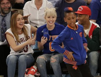 Miley Cyrus gets a tee shirt at the Knicks game