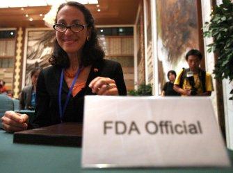US FDA chief Hamburg talks at university in Beijing