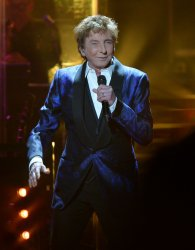 Barry Manilow shows off his wedding ring during a performance in Los Angeles