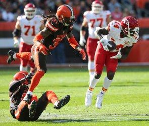 Chiefs Watkins makes a catch against Browns defense