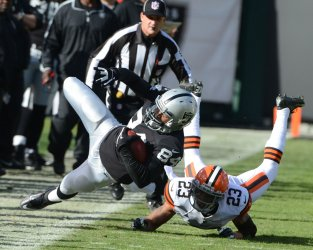 Oakland Raiders vs Cleveland Browns in Oakland, California