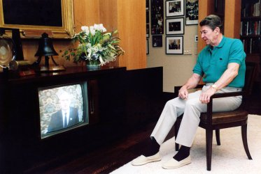 RONALD REAGAN WATCHING GORBACHEV SPEECH ON TV