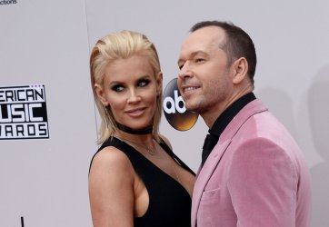 Jenny McCarthy and Donnie Wahlberg attend the 2016 American Music Awards in Los Angeles