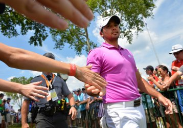 Patrons hold out there hands for Jason Day at the U.S.Open