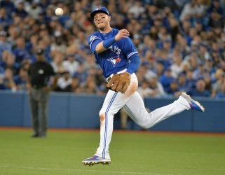 Blue Jays Tulowitzki fails to throw out Royals Zobrist