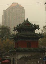 Hazardous pollution hangs over central Beijing