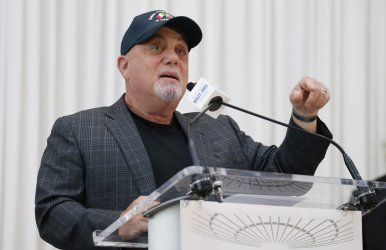 Billy Joel achievement of 100 lifetime shows honored at MSG