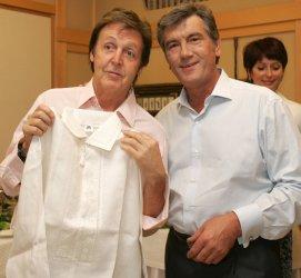 Paul McCartney meets with Ukrainian President Yushchenko in Kiev