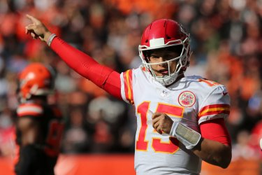 Chiefs Mahomes points out directions against Browns