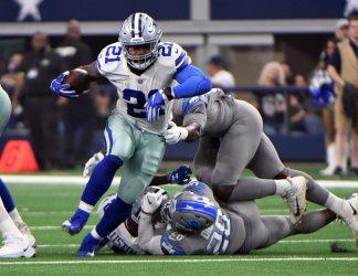 Dallas Cowboys Ezekiel Elliott runs through the Detroit Lions
