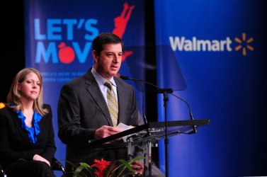 Walmart's CEO Bill Simon announces new healthy foods initiative in Washington