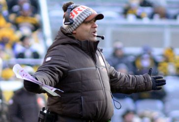 Cleveland Browns Hue Jackson Reacts to call in Pittsburgh