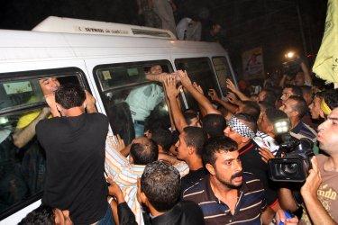 Israel frees 26 Palestinian prisoners