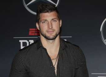 Tim Tebow arrives on the red carpet at ESPN Party