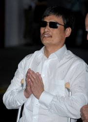 Chinese Dissident Chen Arrives in New York