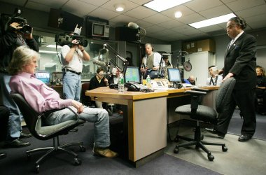 RADIO HOST DON IMUS APOLOGIZES FOR RACIST REMARK IN NEW YORK