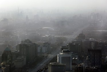 Pollution hangs over central Beijing