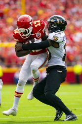 Chiefs Mecole Hardman is tackled by Ravens Tony Jefferson