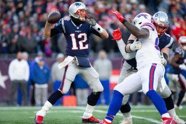 Patriots Brady passes against Bills