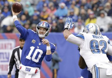 New York Giants Eli Manning throws a pass
