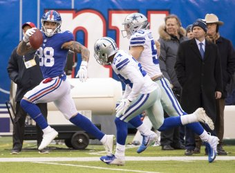 New York Giants tight end Evan Engram runs with the ball