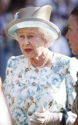 Britain's Queen Elizabeth dedicates a wreath of flowers at the 9/11 site