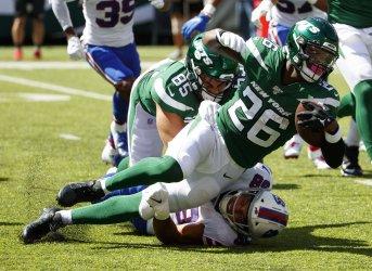 New York Jets Le'Veon Bell runs against Buffalo Bills Star Lotulelei