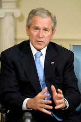 Bush Meets King of Bahrain at White House