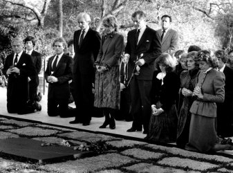 MEMBERS OF THE KENNEDY FAMILY AT THE GRAVE OF PRESIDENT JOHN F. KENNEDY