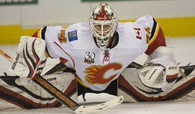 Flames Goalie Kiprusoff Stretches in Denver