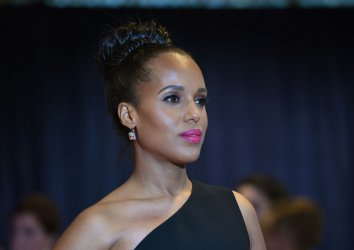 Kerry Washington poses on the red carpet at the White House Correspondents' Association Dinner