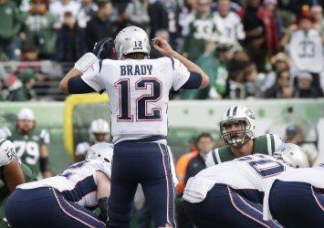 New England Patriots Tom Brady raises his hands