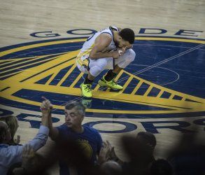 Warriors defeat Rockets to take 3-2 lead in playoffs