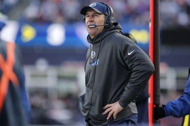 Patriots Tom Brady passes against Titans