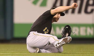 Pittsburgh Pirates Corey Dickerson makes sliding catch
