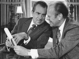 Nixon and Ford meet at the White House