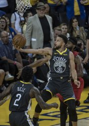 Warriors Stephen Curry scores 37 against Trail Blazers in game two