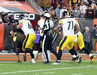 Steelers DeCastro tackles Browns Garrett in bench clearing brawl