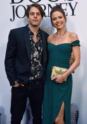 Jake Manley attends 'A Dog's Journey' premiere in LA