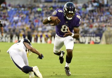 Ravens QB Lamar Jackson runs for TD during NFL preseason game