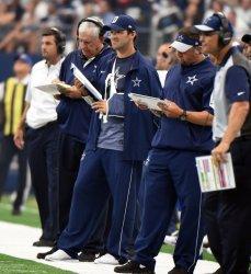 Injured Romo watches Cowboys play Falcons