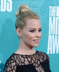 Elizabeth Banks arrives at the 2012 MTV Movie Awards in Universal City, California